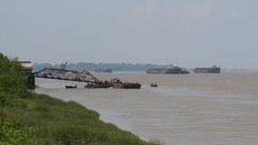 Statki i łodzie na rzece zbiory