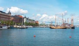 Statki i jachty cumowali w schronieniu, Helsinki, Finlandia fotografia royalty free