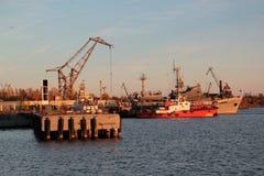 Statki i nabrzeże zmierzch w Kronstadt Obrazy Stock