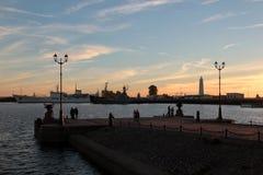 Statki i nabrzeże zmierzch w Kronstadt Obraz Stock