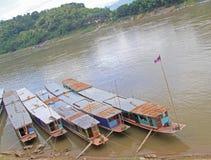 Statki na rzecznym Mekong w Luang Prabang zdjęcie royalty free