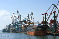 Statki są przy kuszetka zbiornika terminal wokalnie Wschodni (Japonia) morze 02 09 2015 Fotografia Stock
