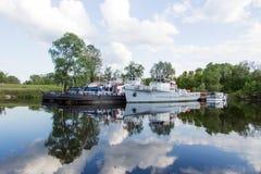 Statki w schronieniu na jeziorze Obraz Stock