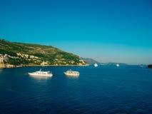 Statki wycieczkowi blisko starego miasteczka Dubrovnik Obraz Royalty Free