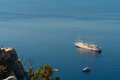 Statki wycieczkowi blisko starego miasteczka Dubrovnik Zdjęcie Royalty Free