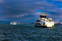 Statki Wycieczkowi na Bosphorus Eminonu Istanbuł, Turcja fotografia stock