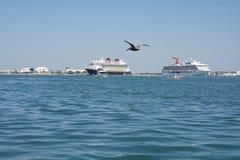 Statki Wycieczkowi Przy morzem Zdjęcie Stock