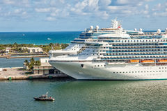Statki Wycieczkowi w Portowych błotach Obraz Royalty Free