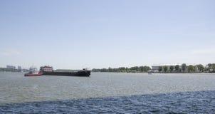 Statku ` s drutowanie pod mostem na Don rzece Zdjęcie Stock