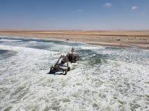 Statku wrak wzdłuż Zredukowanego wybrzeża w Zachodnim Namibia brać wewnątrz zdjęcia stock
