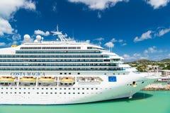 Statku wycieczkowego Costa Magica dokował w porcie morskim, Antigua Zdjęcie Royalty Free