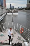 Statku wycieczkowego kapitanu stojaki na pokładzie Zdjęcia Stock