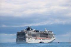 Statku wycieczkowego MSC fantazja w Cannes, Francja Obraz Royalty Free