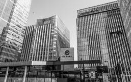 Statlig gatabyggnad och gatahörn på Canary Wharf - LONDON - STORBRITANNIEN - SEPTEMBER 19, 2016 Royaltyfri Bild