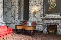 Statligt piano royaltyfri foto
