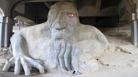 STATO DEL WASHINGTON DI SEATTLE, U.S.A. - 10 OTTOBRE 2014: Il Fremont famoso Troll sotto Aurora Bridge fotografia stock libera da diritti