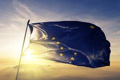 Stato dell'Alaska del tessuto del panno del tessuto della bandiera degli Stati Uniti d'America che ondeggia sulla cima royalty illustrazione gratis