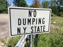 Stato di New York nessun segno di dumping fotografia stock
