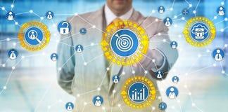 Stats de Identifying Customer Usage do homem de negócios foto de stock royalty free