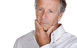 Stattlicher älterer Mann, der nachdenklich schaut Lizenzfreie Stockfotos