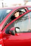 Stattlicher asiatischer Mann im Auto Stockfoto