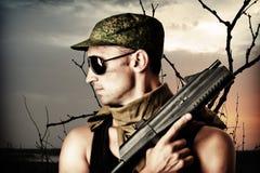 Stattlicher gefährlicher Soldat Stockfoto