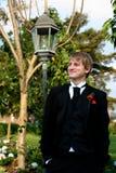 Stattlicher Junge gekleidet in der formalen Kleidung Stockfoto