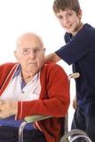 Stattlicher Junge mit dem Handikap groß - Großvater Stockfoto