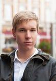 Stattlicher junger blonder Mann Stockfotos