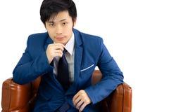 Stattlicher junger Geschäftsmann des Portraits Attraktiver hübscher Asiat g stockfotos