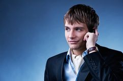 Stattlicher junger Geschäftsmann Stockfoto