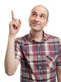 Stattlicher junger Mann, der oben zeigt Lizenzfreie Stockbilder