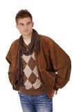Stattlicher junger Mann in der Winterkleidung Stockfoto