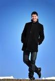 stattlicher junger Mann im Freien Stockfotos
