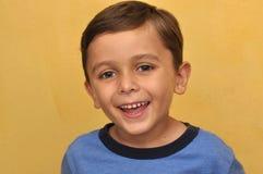 Stattlicher lächelnder Junge Lizenzfreies Stockbild