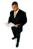 Stattlicher Mann in der schwarzen Klage Lizenzfreie Stockfotos