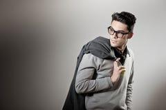 Stattlicher Mann gekleidete beiläufige tragende Gläser lizenzfreies stockbild