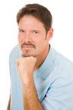 Stattlicher Mann mit blauen Augen Stockbild
