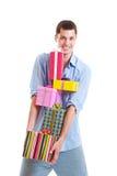 Stattlicher Mann mit bunten Geschenkkästen Lizenzfreie Stockbilder