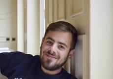 Stattlicher Mann mit einem Bart Stockfotografie