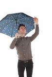 Stattlicher Mann mit einem Regenschirm Stockfotos