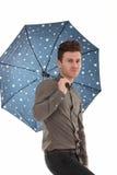 Stattlicher Mann mit einem Regenschirm Stockbild