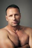Stattlicher Muskelmann stockbilder