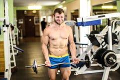 Stattlicher muskulöser Kerl Lizenzfreie Stockbilder