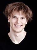 Stattliches Lächeln des jungen Mannes Lizenzfreies Stockfoto