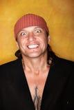 Stattliches Mischrennen-Mann-Lächeln Stockfotografie