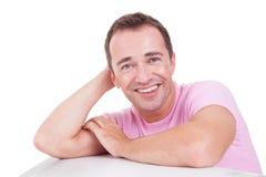 Stattliches Mittleralter Mannlächeln stockfoto