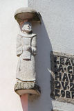 Statua święty Anthony dekoruje fasadę domowy (Francja) fotografia royalty free