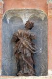 Statua święty na południowym portalu kościół St Mark w Zagreb zdjęcie stock