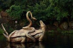 Statua żółw i wąż od Chińskiej paraboli zdjęcie royalty free